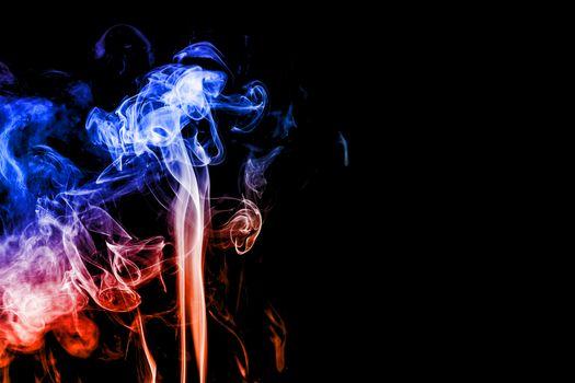 Бесплатные фото blue red smoke,красно голубой дым,чёрный фон