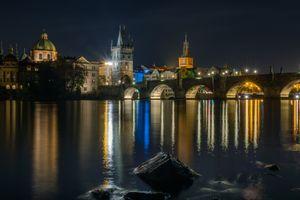Бесплатные фото Прага,часовня,мост,освещение,река,фонари,Чехия