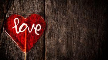 Фото бесплатно candy, dark, day, design, dirty, heart, lollipop, love, romance, romantic, rough, shape, sweet, symbol, texture, valentines, wood, wooden