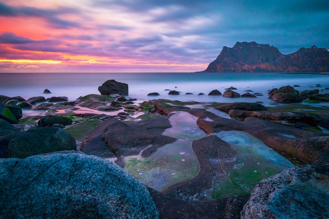 Обои Лофотенские острова, Норвегия, море, скалы, закат, пейзаж на телефон | картинки пейзажи - скачать