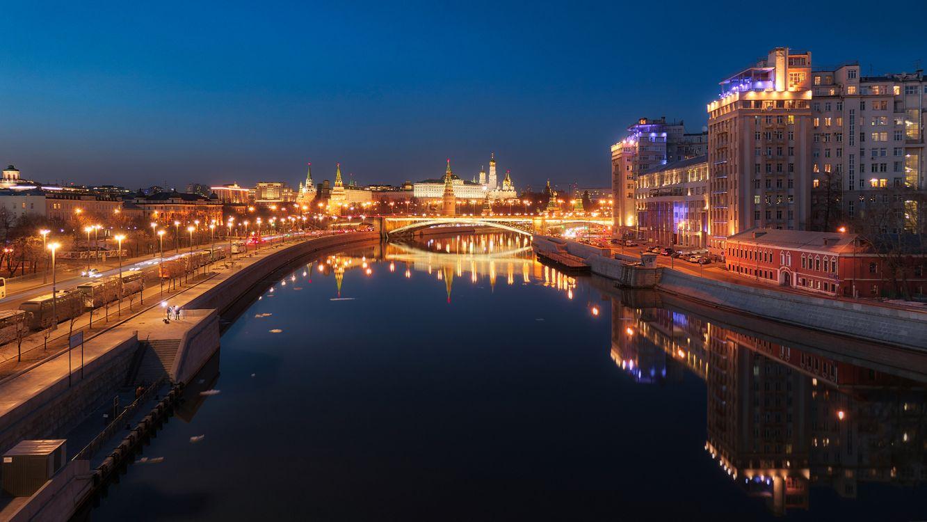 Фото бесплатно Москва, река, Россия, ночь, Москва-река, Московский Кремль, город, иллюминация, город