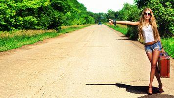 Фото бесплатно девушка, дорога, обочина