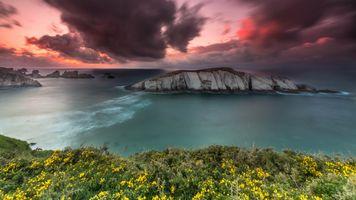 Грозовые тучи над зеленым морем · бесплатное фото