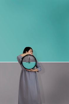 Photo free woman, clock, dual color