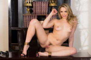 Бесплатные фото Mia Malkova,красотка,голая,голая девушка,обнаженная девушка,позы,поза