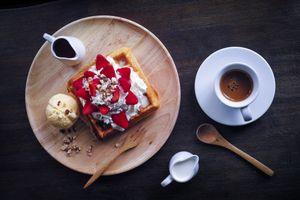 Заставки кофе,мороженое,десерт,вафли,ягоды,орехи