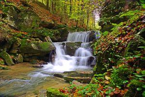 Заставки скалы, осень, Польша