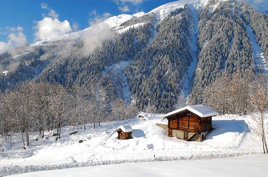 Заставки подножье горы, дом, деревья