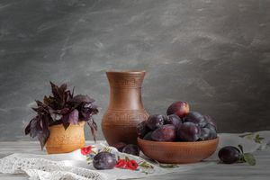 Photo free plums, pots, leaves
