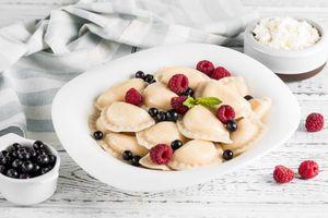 Фото бесплатно вареники, ягоды, сметана