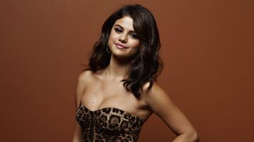 Photo free Selena Gomez, in dress, brunette