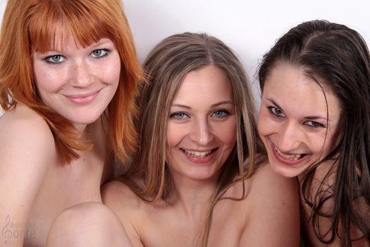 Улыбчивая Миа и подружки · бесплатное фото