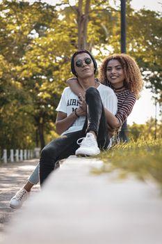 Фото бесплатно романтические отношения, счастливая пара, улыбаясь