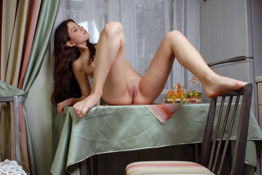 Photo free brunette, open legs, shaved pussy