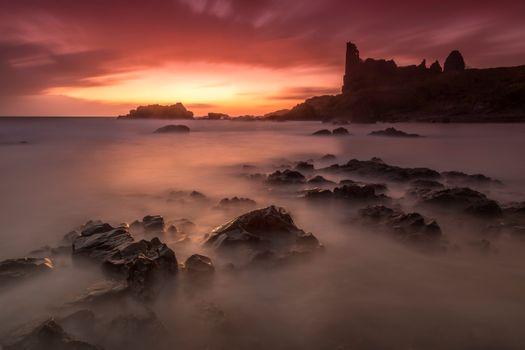 Руины за морском берегу