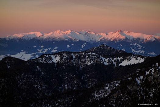 Бесплатные фото природа,пейзаж,горы,птица 039 с птичьего полета,ОНД ЭЖ проекта ipera,зима,снег,деревья,лес,горы Татры,Словакия,закат