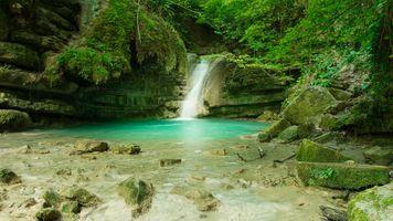 Фото бесплатно водопад, лес, скалы, водоём, деревья, пейзаж
