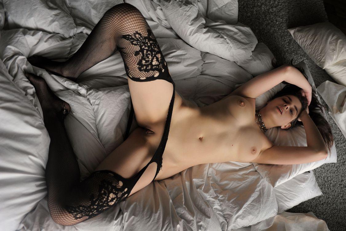 Фото бесплатно Amelie Belain, красотка, голая, голая девушка, обнаженная девушка, позы, поза, сексуальная девушка, эротика, Nude, Solo, Posing, Erotic, фотосессия, sexy, эротика
