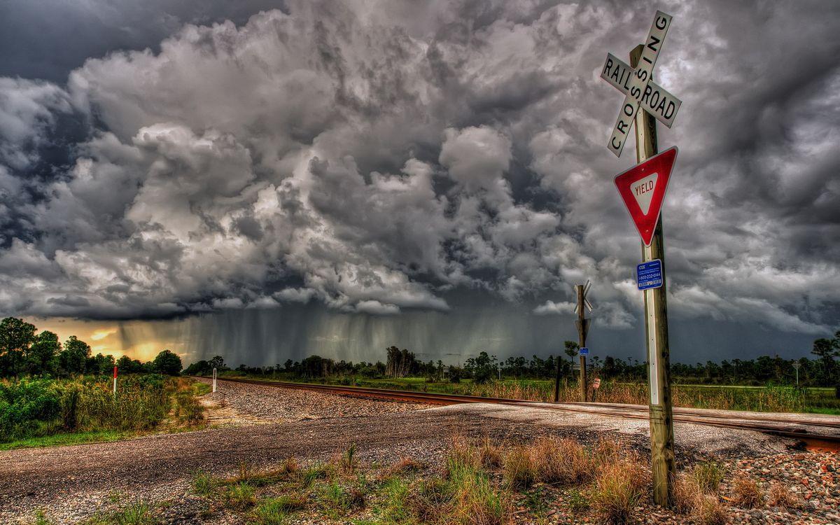 Обои облака, переход, железная дорога картинки на телефон