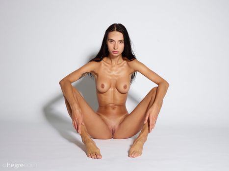 Бесплатные фото Dita,красотка,голая,голая девушка,обнаженная девушка,позы,поза,сексуальная девушка,эротика,Nude,Solo,Posing