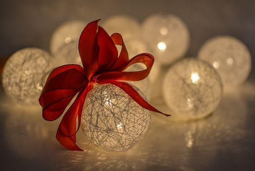 Бесплатные фото рождество,мяч,безделушка,украшение,праздник,орнамент,рождественский бал,новогодние шары,белый,блестящий,декоративный,лук