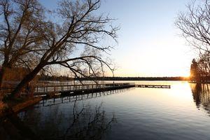 Бесплатные фото пейзаж,утро,пирс,размышления,водный путь,воды,небо