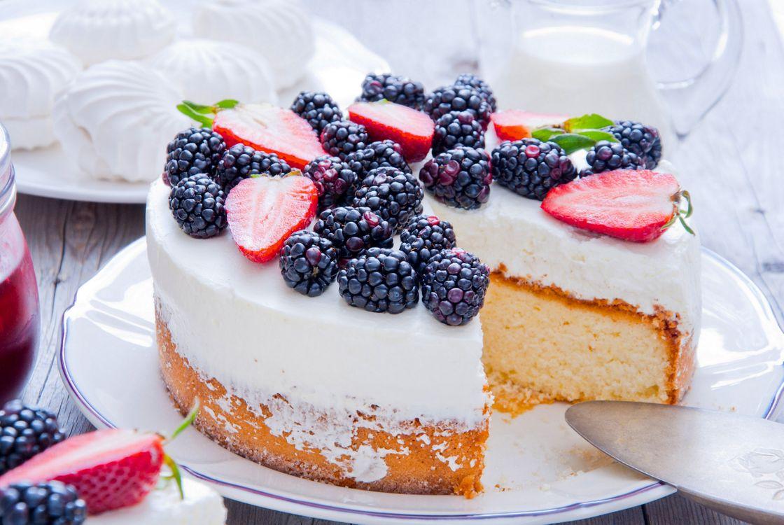 Пирог с ежевикой и клубникой · бесплатное фото