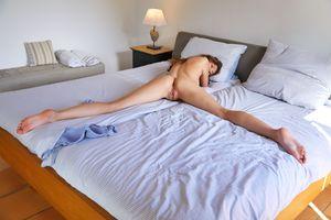 Голая Стейси Круз показывает свое красивое тело