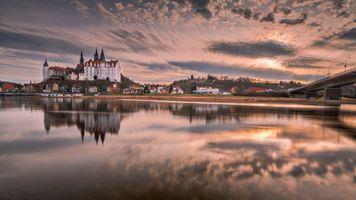 Бесплатные фото Вид на замок и собор Мейсен в Саксонии,Саксония,Мейсен,река закат,отражение,небо,облака