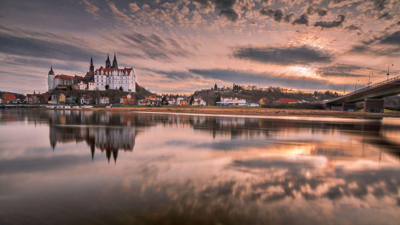 Фото бесплатно Вид на замок и собор Мейсен в Саксонии, Саксония, Мейсен, река закат, отражение, небо, облака, мост, замок, пейзаж, пейзажи