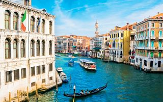 Venice channel and boats · free photo