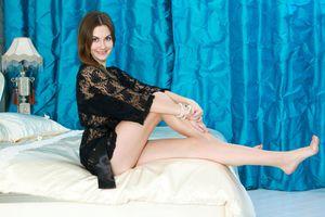 Заставки Marta E,ноги,длинные ноги,сорочка,черная,прозрачная,шатенка