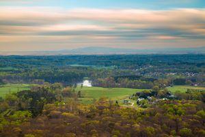 Бесплатные фото Северная Грузия,поле,поля,деревья,река,дома,небо