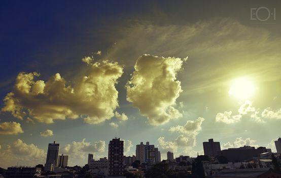 Заставки город,небо,синий,строить,солнце,облако,дневное время,линия горизонта,городской пейзаж,атмосфера,мегаполис,небоскреб