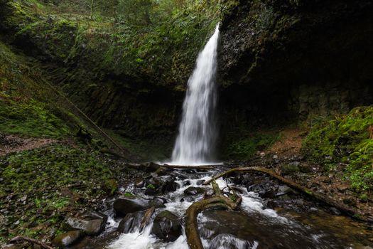 Бесплатные фото лес,на улице,водопад,скала,камень,дерево,река,ручей,мох,длительная экспозиция,на открытом воздухе