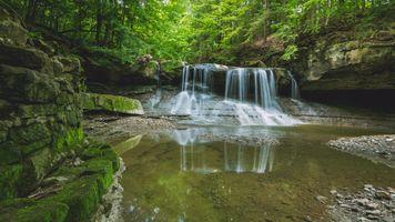 Бесплатные фото лес,водопад,скалы,водоём,деревья,камни,течение