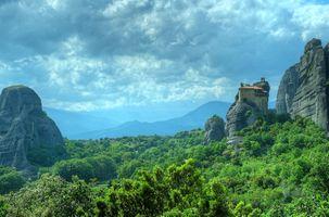Фото бесплатно Метеоры Монастыри, лес, деревья