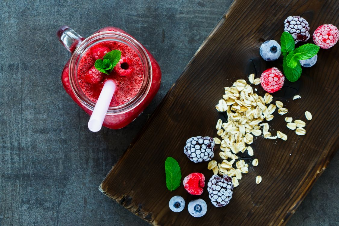 Фото бесплатно завтрак, смузи, ягоды - на рабочий стол