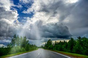 Фото бесплатно дорога, небо, облака, деревья, пейзаж