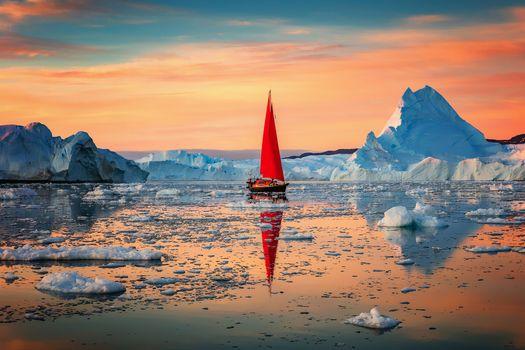 Красный парус в океане