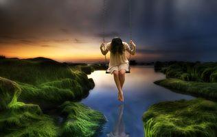 Бесплатные фото море,камни,мох,закат,сумерки,качели,девочка