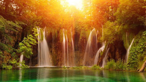 Фото бесплатно Плитвицкие озера, Национальный парк Плитвицкие озера в Хорватии, деревья