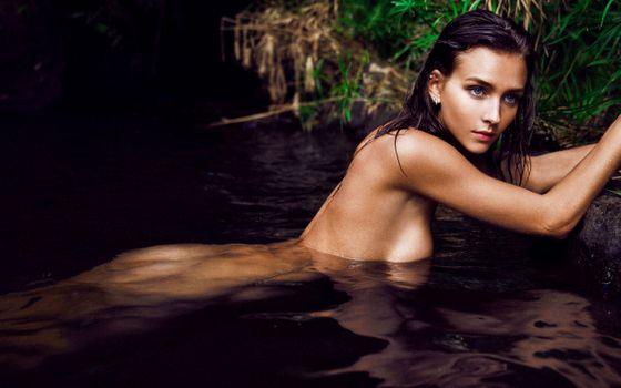 Фото бесплатно черные волосы, обнаженная, вода