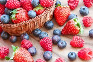 Фото бесплатно корзинка, лето, ягоды, клубника, черника, малина