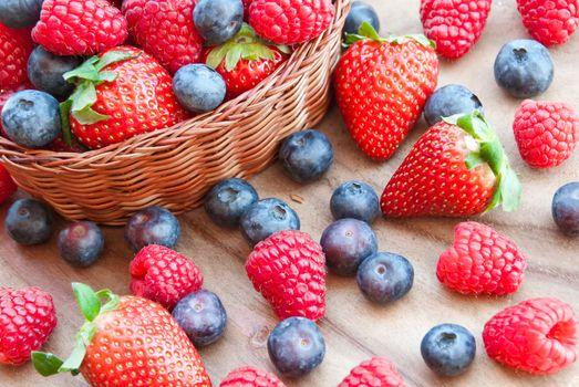 Photo free basket, summer berries, strawberries