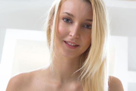 Фото бесплатно Амарис, блондинка, улыбка