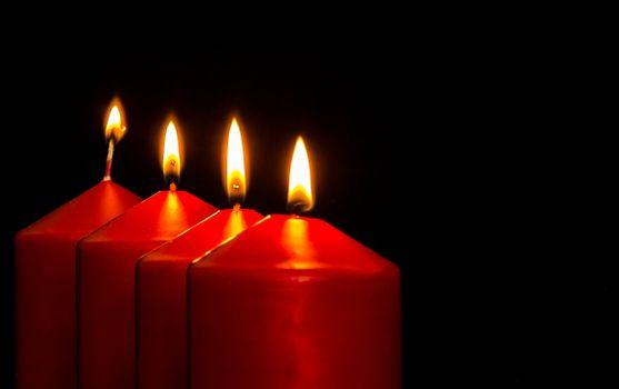 Бесплатные фото легкий,красный,пламя,темнота,свеча,рождество,осветительные приборы,пришествие,свечи,созерцательный,свечах,перед рождеством