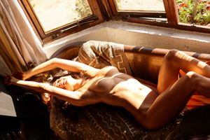 Фото бесплатно в помещении, диван, женщина