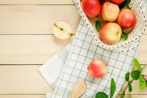 Яблоки и полотенце · бесплатное фото