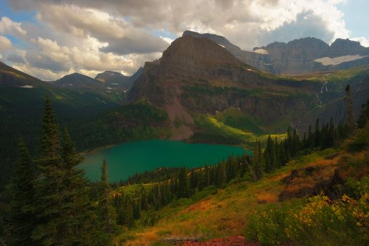 Фото бесплатно Grinnell Lake in Glacier National Park, Montana, озеро